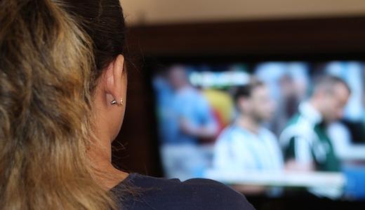 Vrouw TV kijken