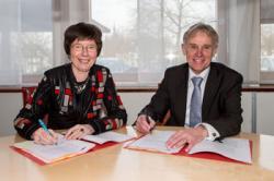 Marjanne Sint, voorzitter Raad van Bestuur Isala, en Jaap Hazeleger, directeur BAM Techniek.