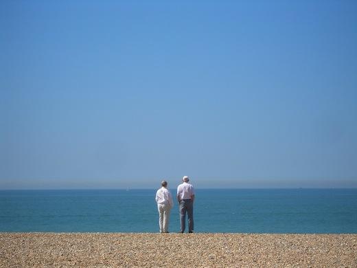 Ondanks nierziekte onbezorgd op vakantie, Man en vrouw op het strand