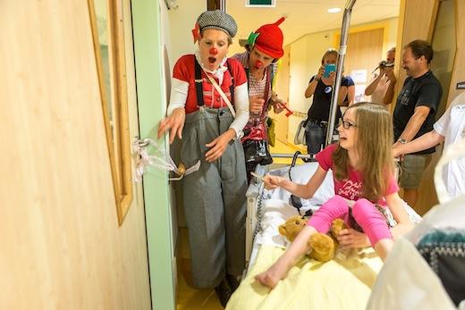 Cliniclowns begeleiden verhuizing kinderafdeling Isala