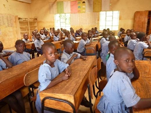 Afrikaanse kinderen in een klaslokaal
