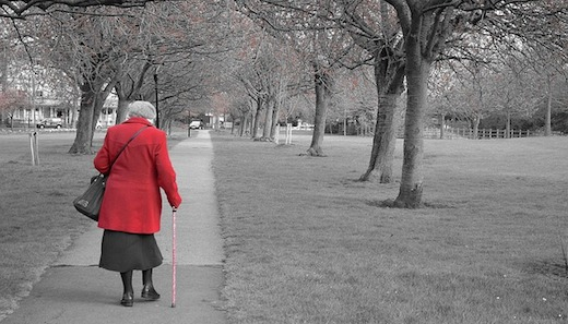 Wandelen, oudere dame