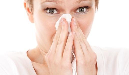 allergie niezen vrouw