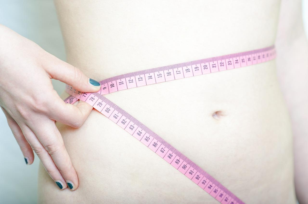 Vrouw, buik, centimer, dieet
