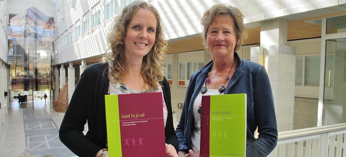 Chantal van Ree en Ineke Wösten presenteren hun nieuwe cursus 'Goed in je vel' voor jongeren met onverklaarde lichamelijke klachten.