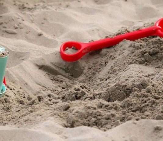 buiten spelen zandbak