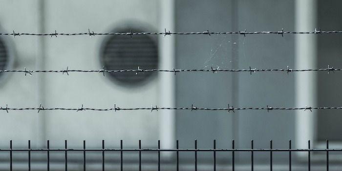 gevangenis, prikkeldraad