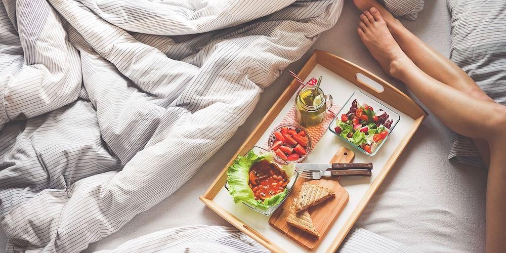 Wat te doen met ongewenste haargroei - benen in bed