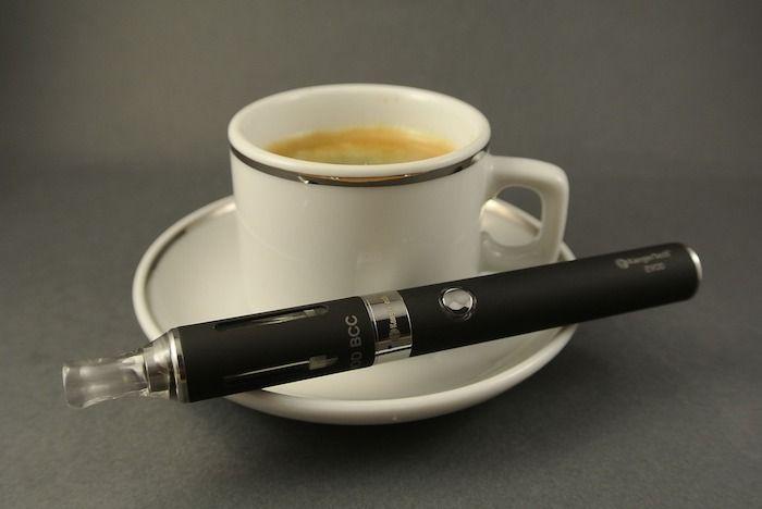 kop koffie e-sigaret