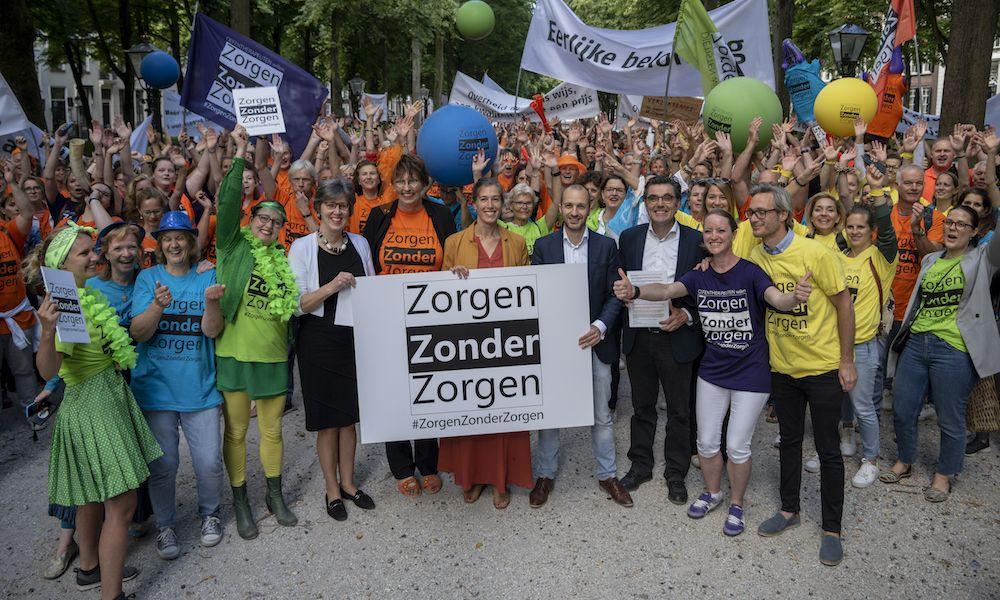 Paramedici voeren actie in Den Haag