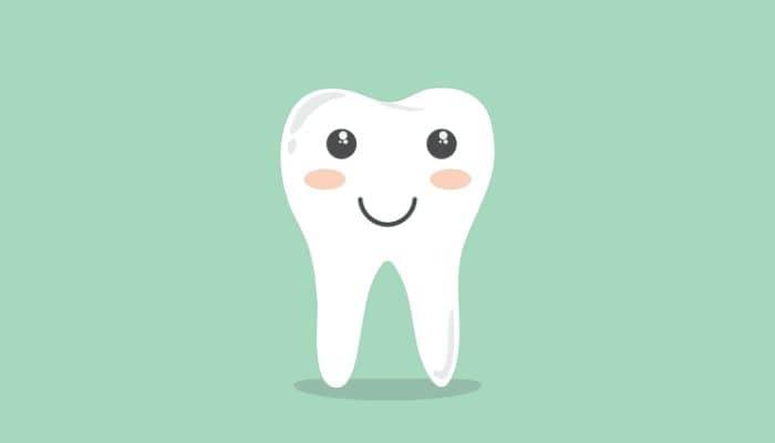 Illustratie van een tand, met glimlach.