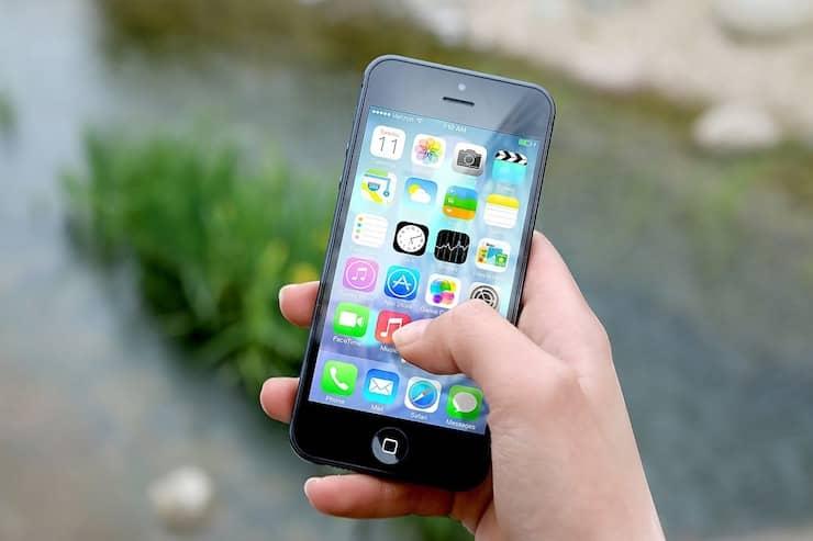 Foto van een mobiele telefoon in de hand